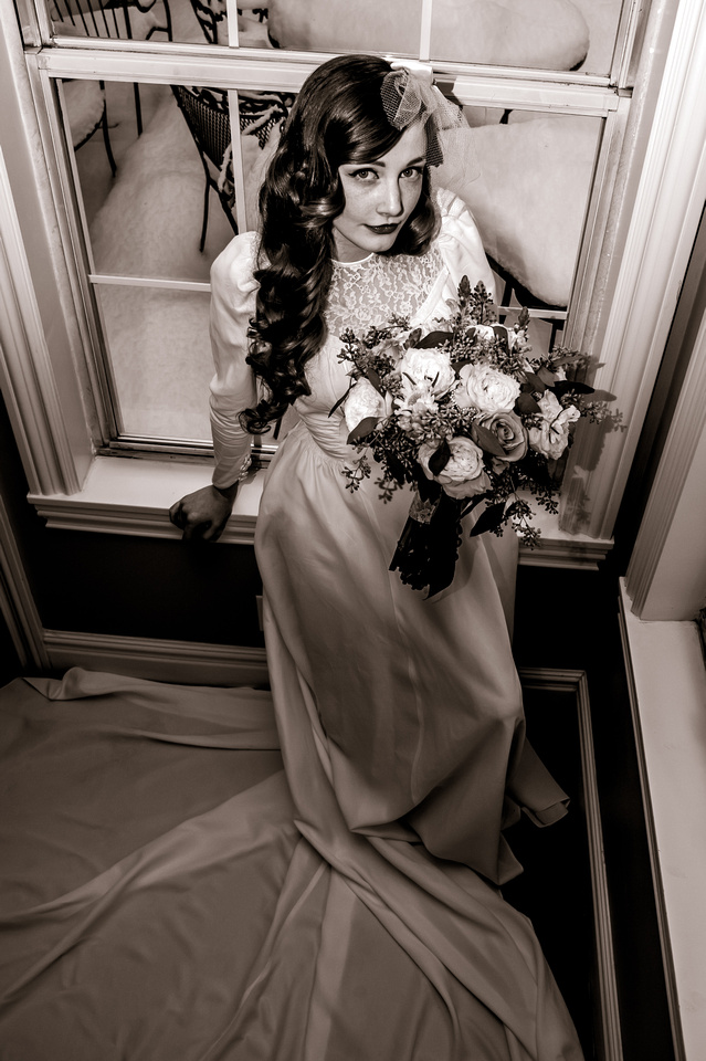 Vintage Hollywood lighting on a 40's inspired bride