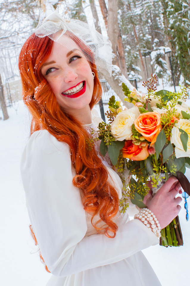Vintage red head bride in the snow with a beautiful bouquet from Studio Stems